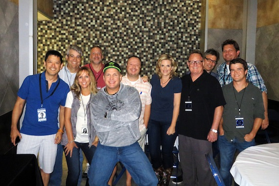 Pictured (L-R):  The RCA Nashville promo team's Larry Santiago, David Berry, Elizabeth Sledge, and Keith Gale; Brooks; RCA's Josh Easler; Yearwood; Overton; and RCA's Dan Nelson, Matt Galvin, and Parker Fowler. Photo courtesy of RCA Nashville.